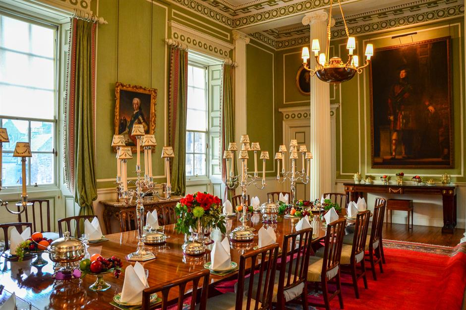 Britain S Prettiest Palaces Fit For A Queen
