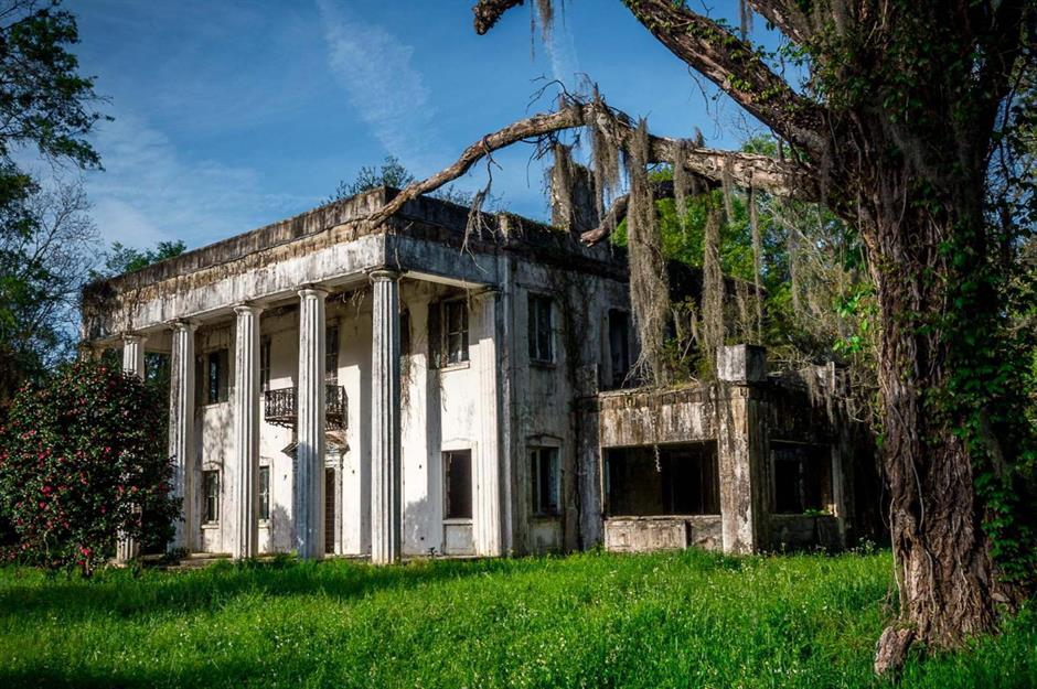 Incredible stories behind abandoned American stately homes ...