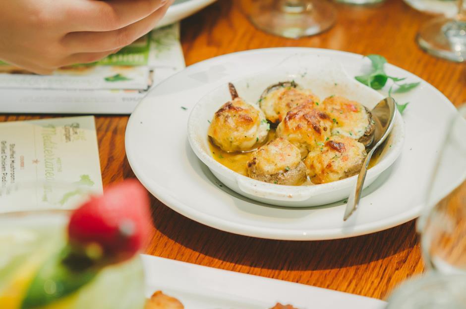 Are these the worst restaurant reviews ever written for Olive garden manhattan beach ca