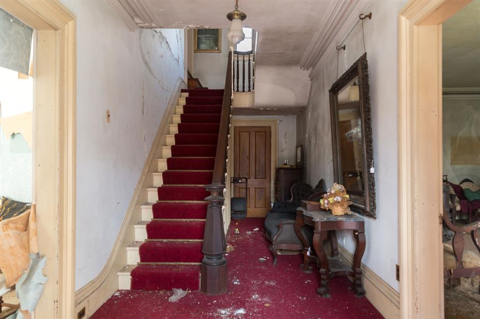 Wondrous Step Inside This Abandoned Old House Untouched For 40 Years Download Free Architecture Designs Griteanizatbritishbridgeorg
