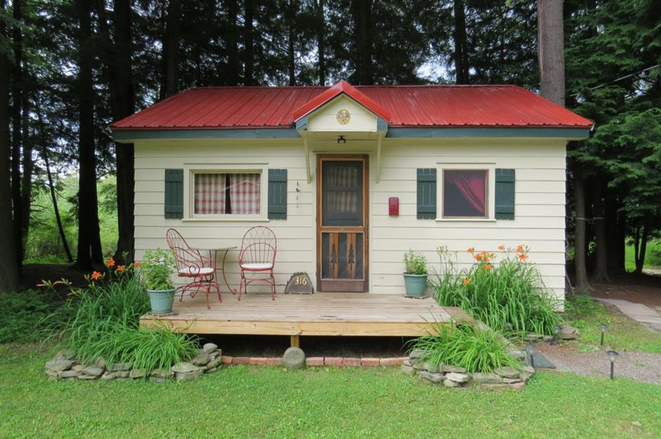 Astonishing The Most Adorable Tiny Houses In Every State Loveproperty Com Home Interior And Landscaping Oversignezvosmurscom