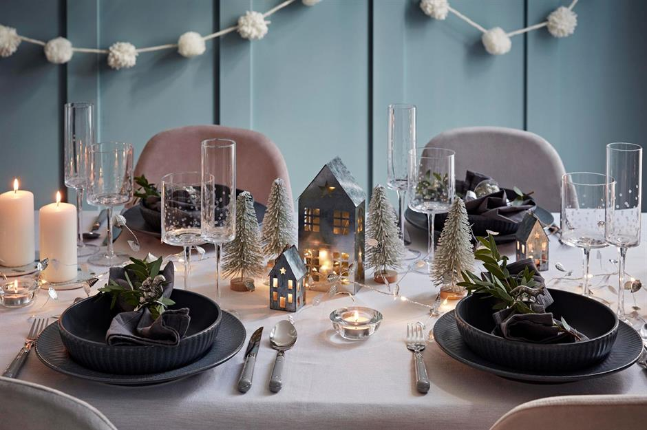 50 Beautiful Christmas Table Decorating Ideas Loveproperty Com