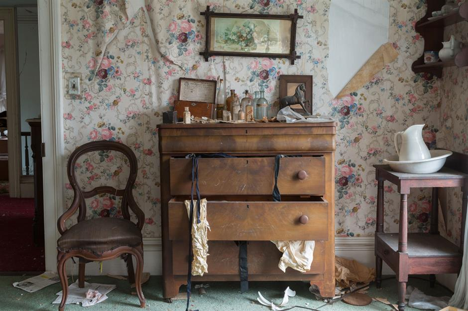 Step Inside This Abandoned Old House
