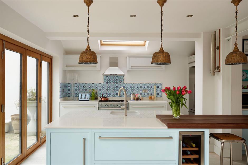 25 Bright Kitchen Lighting Ideas Loveproperty Com