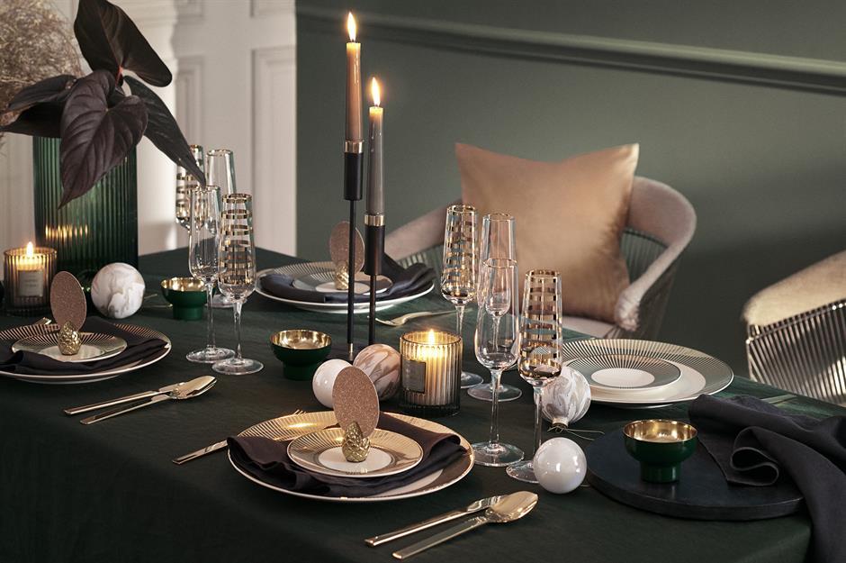 37 Beautiful Christmas Table Decorating Ideas Loveproperty Com