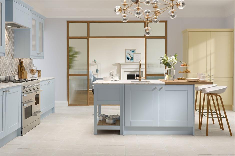 Resultado de imagen de kitchens with golden accesories