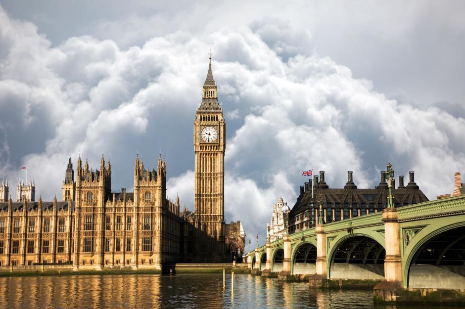 50 amazing british landmarks everyone should visit