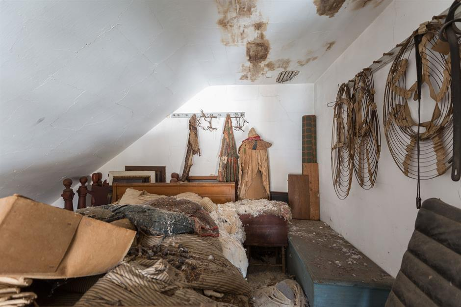 Step Inside This Abandoned Old House Untouched For 40