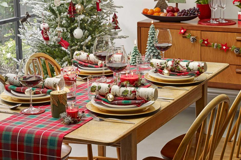 50 Beautiful Christmas Table Decorating Ideas Loveproperty Com