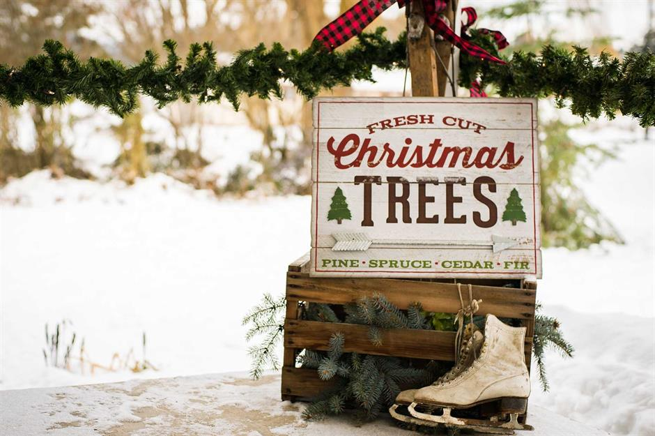 Outdoor Christmas decorating ideas | loveproperty.com