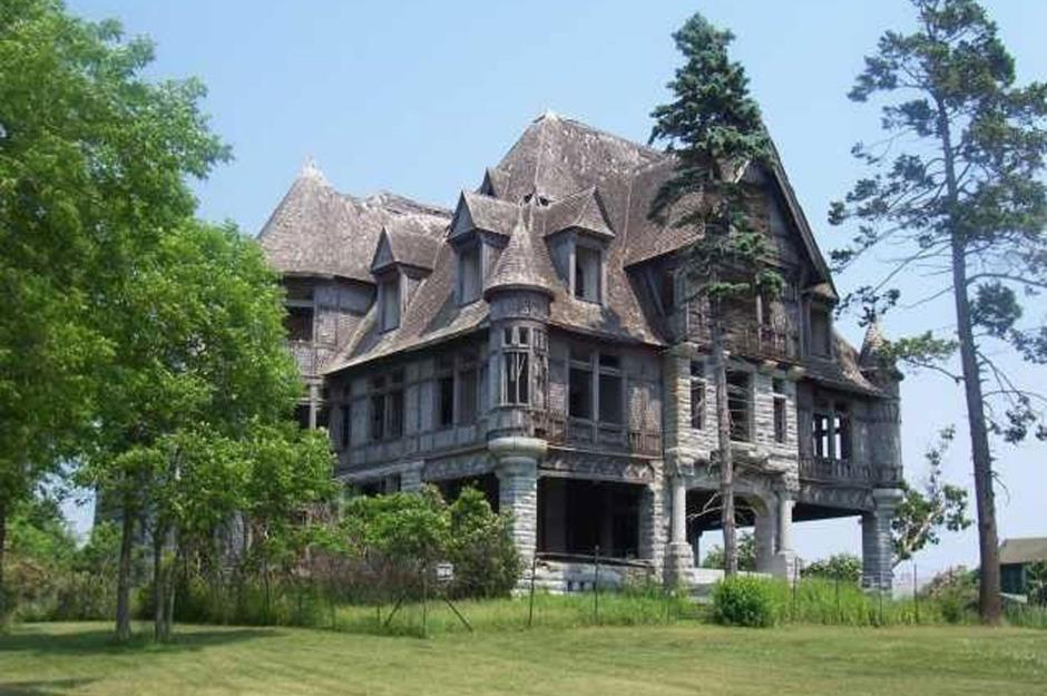 Incredible Stories Behind Abandoned American Stately Homes