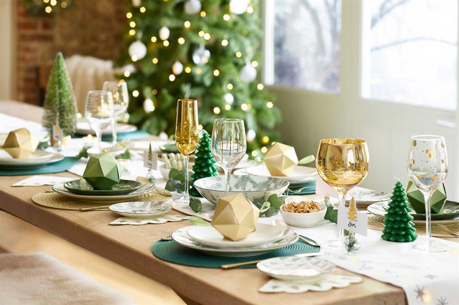 37 Beautiful Christmas Table Decorating Ideas Loveproperty Com