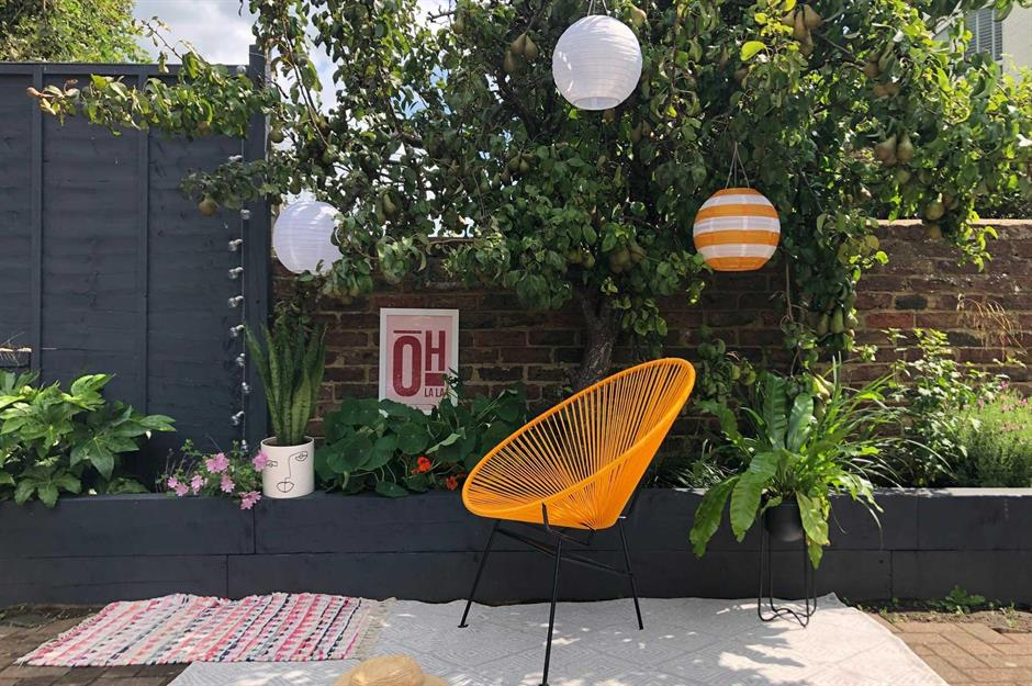Stylish But Simple Small Garden Ideas
