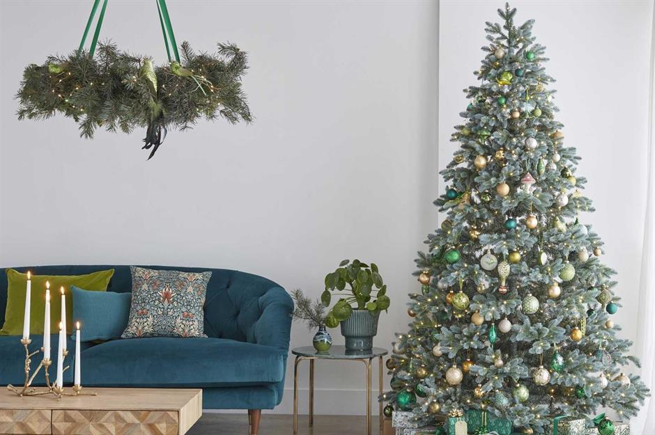 christmas tree decorating ideas for every style and budget loveproperty com christmas tree decorating ideas for