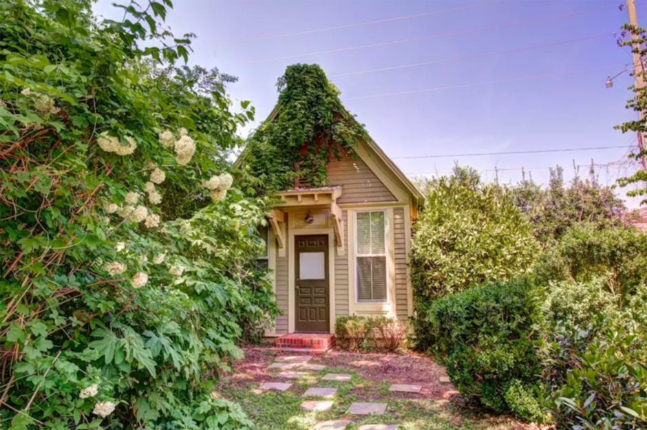 Groovy The Most Adorable Tiny Houses In Every State Loveproperty Com Home Interior And Landscaping Ologienasavecom