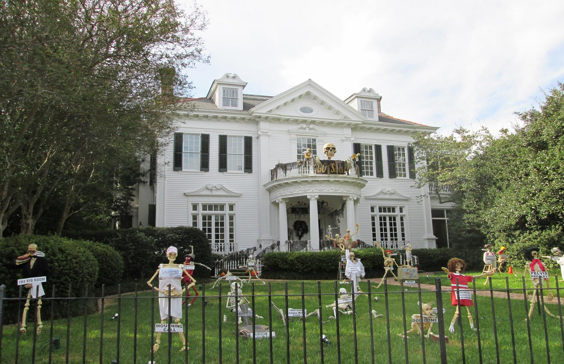 haunting halloween homes in their best fancy dress   loveproperty