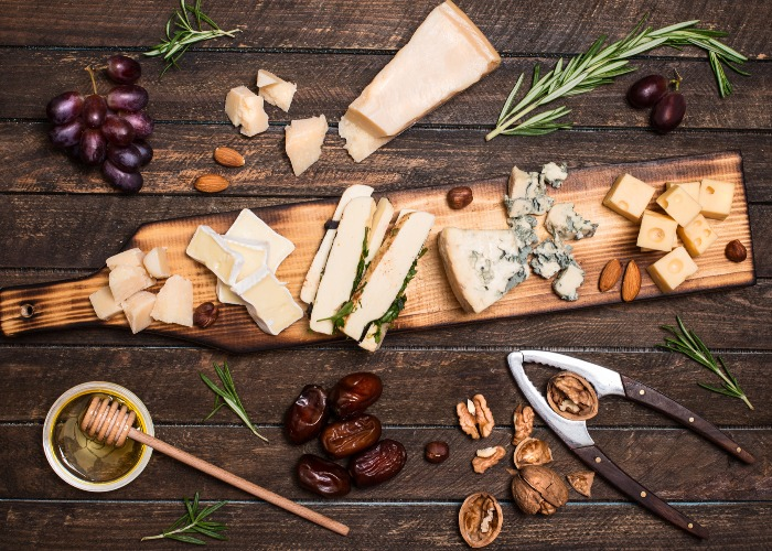 Christmas Cheese Board.How To Build The Perfect Christmas Cheeseboard