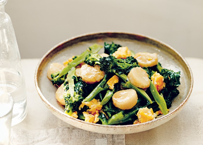 Pan-fried scallops with broccoli recipe
