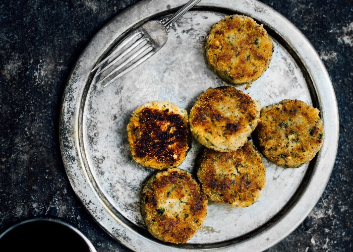 Crab cakes with lemongrass and green mango recipe