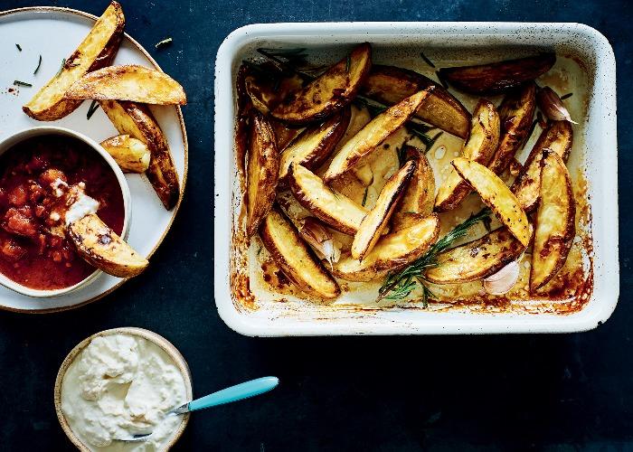 Potato wedges with spicy tomato sauce recipe