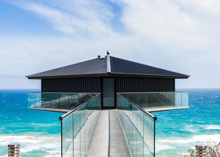 16 cliffhanger homes that will take your breath away F2 architecture