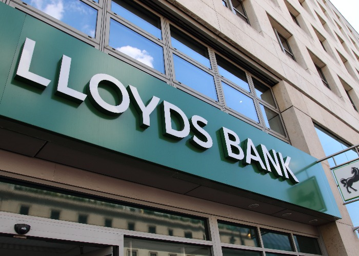 Lloyds Banking Group PLC (NYSE:LYG) Rating Increased to Buy at ValuEngine