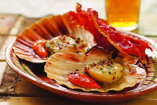 Baked scallops with crispy serrano ham recipe