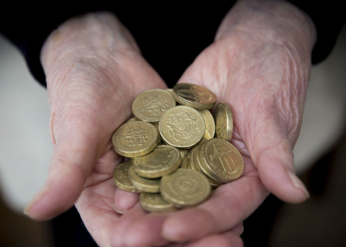 £400m is 'lost' overnight at pound coin switchover