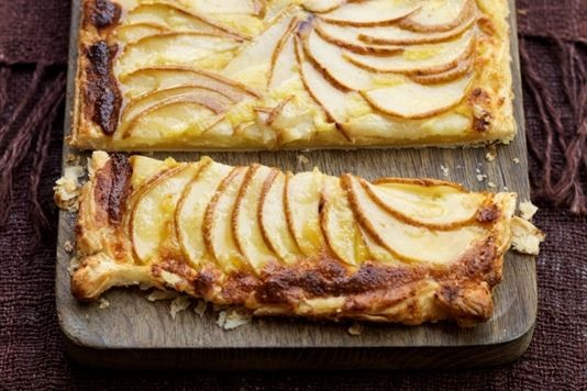 Thin tart of organic pears with crème fraîche recipe